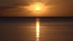 Zachód Słońca oglądany z wyspy na Pacyfiku :)