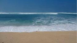 Szmaragdowe fale, żółty piasek…