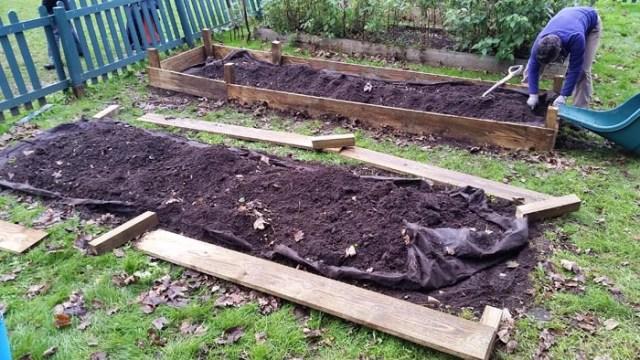 Quattro tecniche di permacultura per coltivare con meno for Cassoni per orto rialzato
