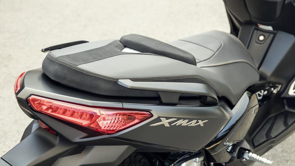 2016-Yamaha-X-MAX-250-IRON-MAX-EU-Liquid-Darkness-Detail-011