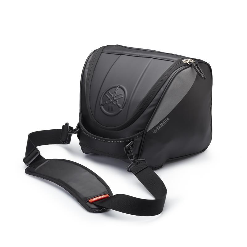 B74-F0750-00-00-console-bag-black-studio-002