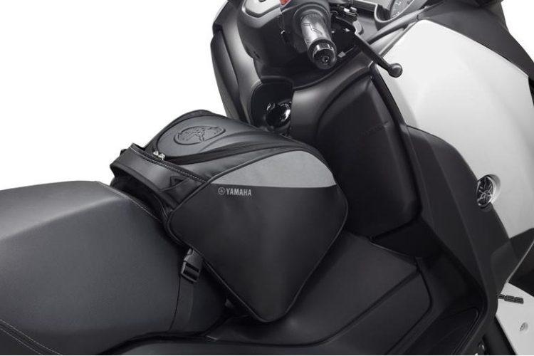 B74-F0750-00-00-console-bag-black-studio-003