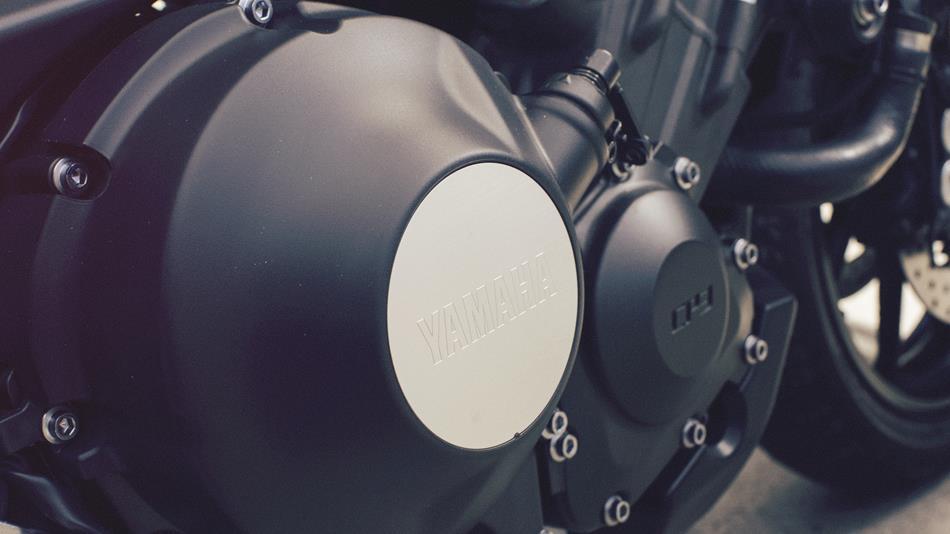 2017-Yamaha-XSR900-EU-Garage-Metal-Detail-030