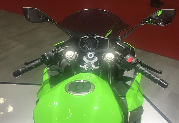 Kawasaki-Ninja-250-1