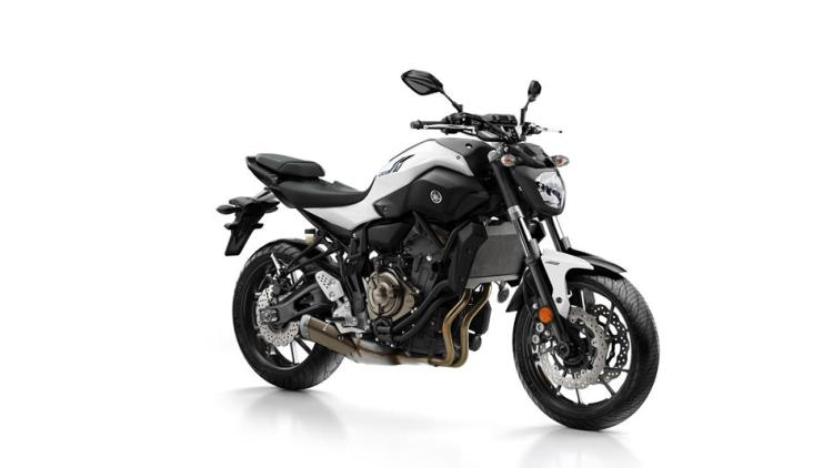 2017-Yamaha-MT-07-EU-Powder-White-Studio-001