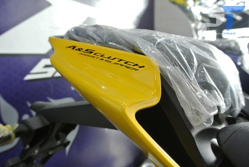 All New Yamaha R15 Warna Kuning Belakang