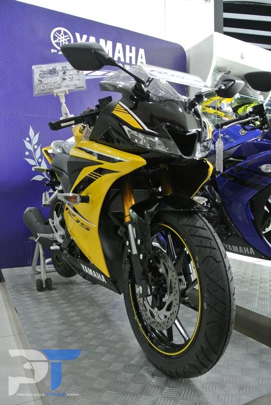 All New Yamaha R15 Warna kuning dari depan
