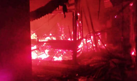 TRAGÉDIA: Incêndio destrói 8 boxes da feira da sulanca em Caruaru Pernambuco Notícias