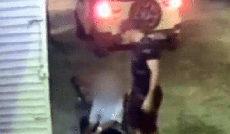 Vertentes: Câmera registra idoso sendo assaltado na frente de casa