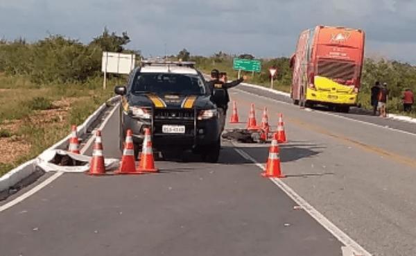 Ônibus da Banda Aviões bate em motociclista que morre na hora