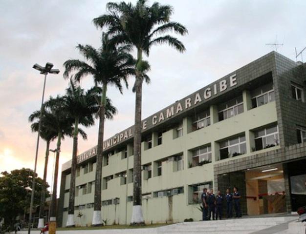 Tensão: prefeitura de Camaragibe suspende pagamento do 13º salário