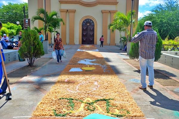GRAVATÁ: Católicos montam tapetes que marcam a passagem de Corpus Christi