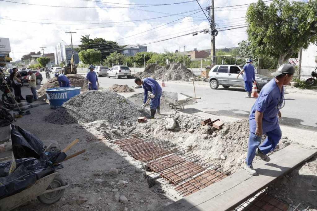 75% das obras de saneamento na rua XV de Novembro já estão concluídas