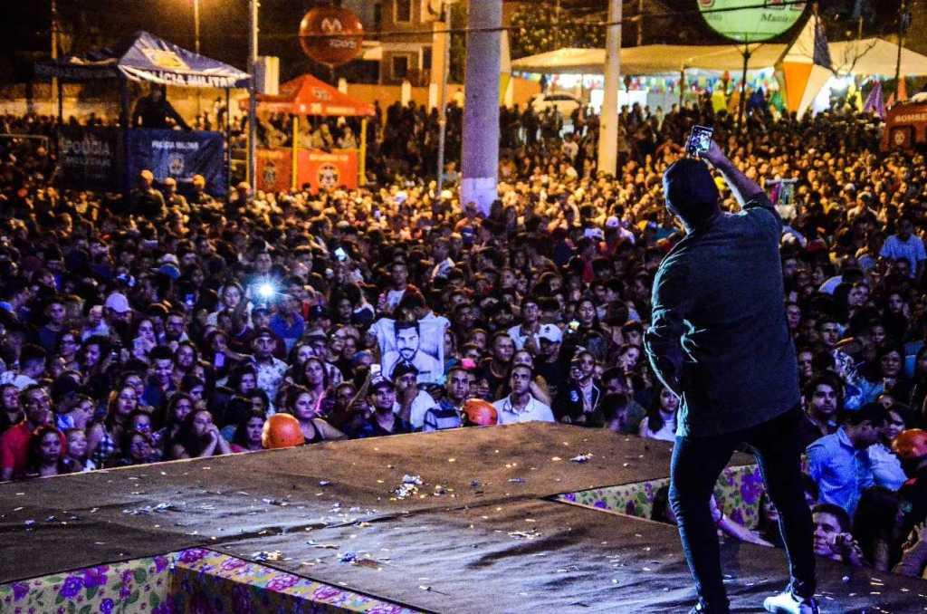 FOTOS: Mano Walter lota pátio de eventos na segunda noite de São João de Gravatá Pernambuco Notícias