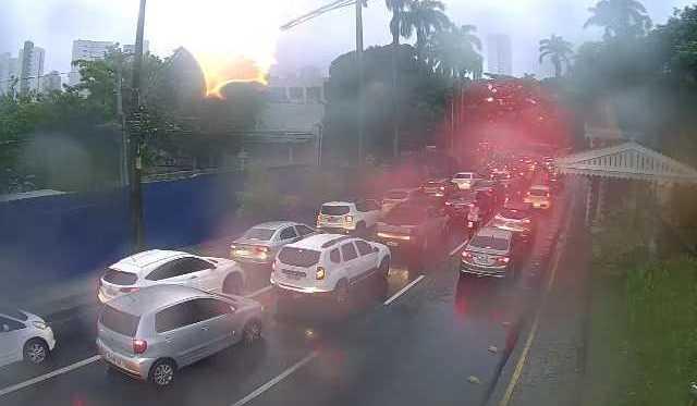 Chove forte na região metropolitana do Recife