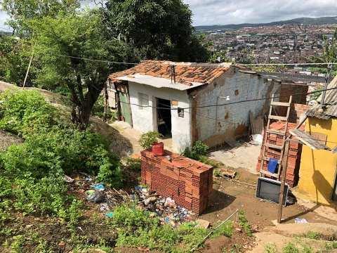 Casal é preso com droga enterrada no quintal de casa