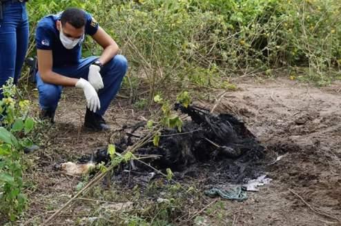 CRUEL: Corpo humano é encontrado carbonizado na área urbana de Caruaru