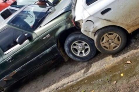 Duas pessoas ficam feridas em acidente registrado na BR-104 em Caruaru
