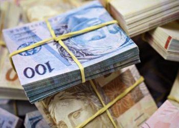 Jair Bolsonaro sanciona, com veto, socorro de R$ 60 bilhões aos estados municípios