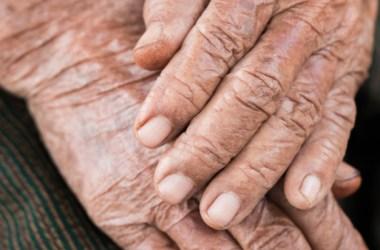 Rapaz quebra nariz de idosa de 81 anos e acaba preso em flagrante