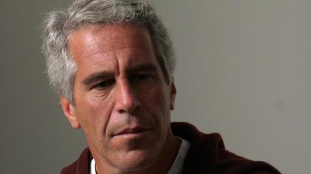 Bilionário Jeffrey Epstein comete suicídio dentro de presídio americano