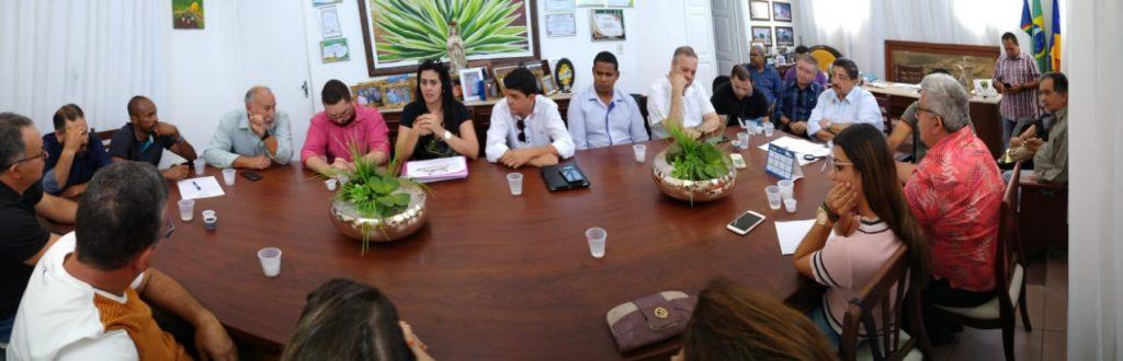 Joaquim Neto se reúne com padres, pastores e representantes do comércio