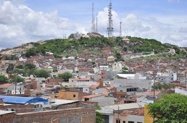 Homem morto a tiros no bairro Universitário em Caruaru