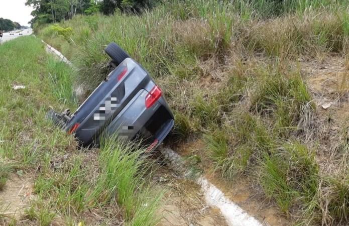 Homem sofre infarto e capota carro na zona da mata de Pernambuco
