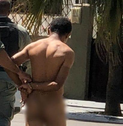 Inusitado: Homem detido completamente nu na orla de Petrolina