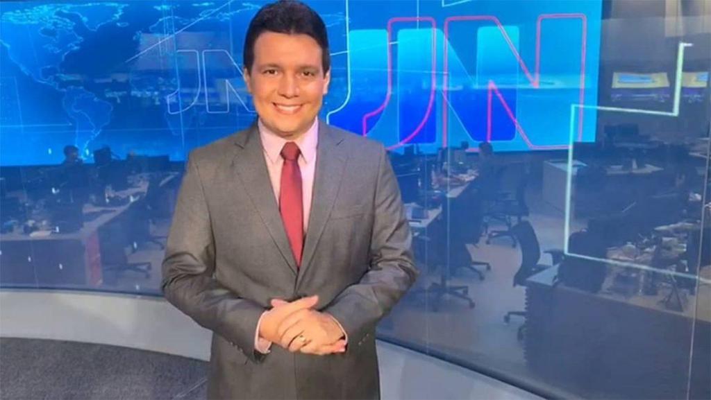 Apresentador de TV com coronavírus deixa UTI e diz que foi uma grande vitória