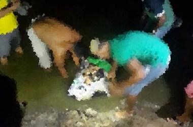 Homem morto a tiros é removido do Rio Una, em Cachoeirinha