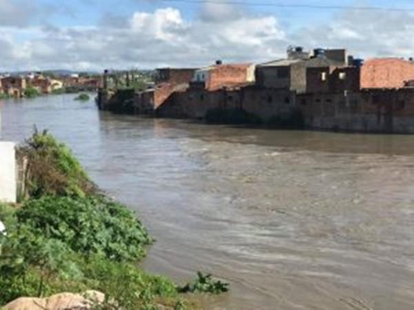 Agreste: Chuva de 140mm  provoca enchente no Rio Una