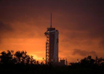 Nasa e SpaceX entram para história com primeira missão comercial tripulada