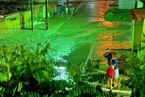 Gravatá: Chuva registrada na noite desta terça-feira (26) provoca estragos no Terreno do Banco
