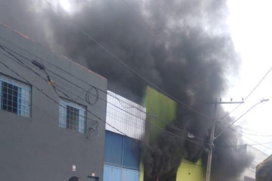 Nova Serrana: Uma pessoa morre e cinco ficam durante incêndio em fábrica de calçados de  Minas Gerais