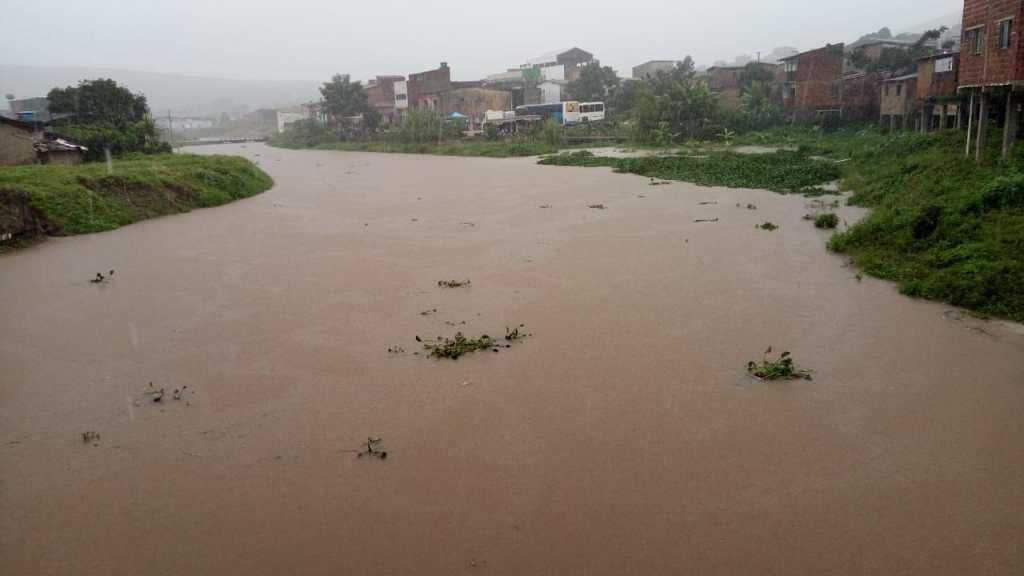 Chuvas provoca alagamentos em vários municípios de Pernambuco