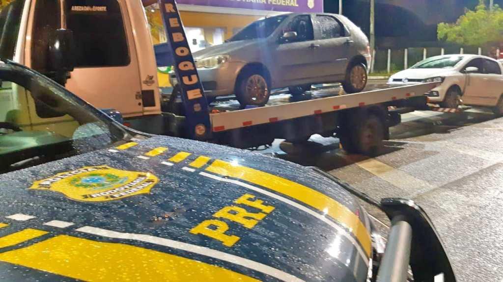 Dois carros roubados são recuperados na BR 423, em Jucati