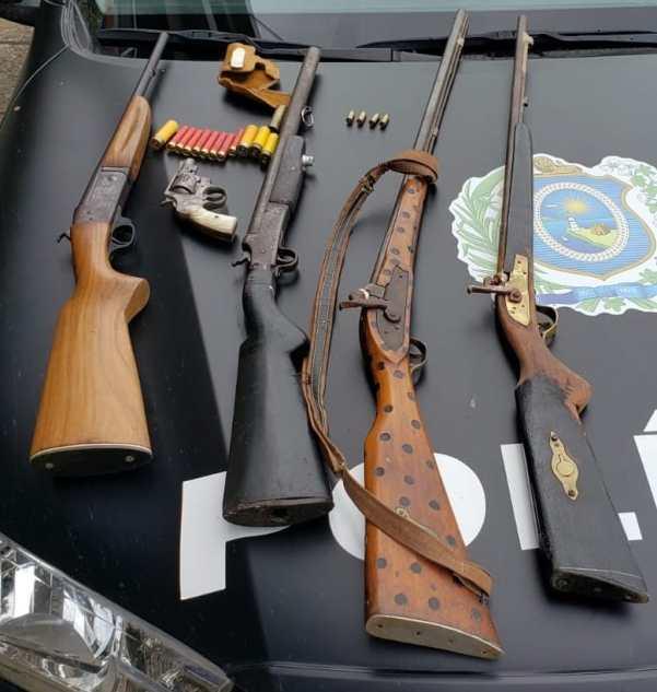 Militares da 6ª CIPM apreendem armas de fogo em Machados