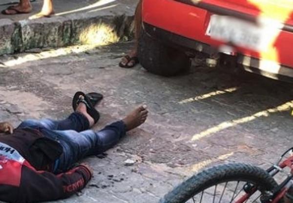 Agricultor assassinado a tiros quando conversa com amigos