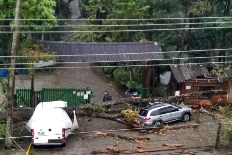 Ciclone extratropical causa estragos e morte em Santa Catarina