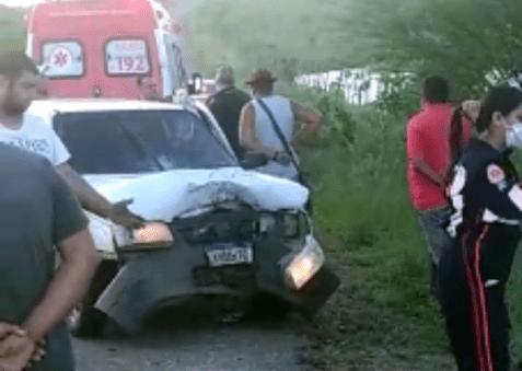 Criminoso bate carro em moto, mata mulher e fogem do local em moto roubada