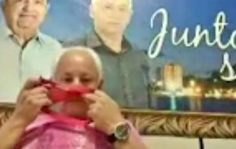 Vereador flagrado cheirando calcinha durante reunião virtual da Câmara