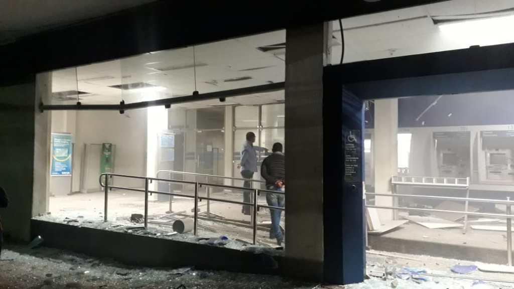 Criminosos explodem agência da CAIXA em Limoeiro