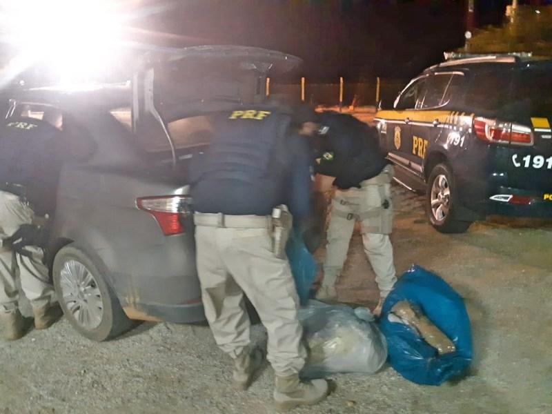 Dois homens são  detidos com 69 Kg de maconha e carro roubado em Cabrobó