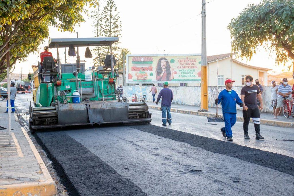 Gravatá: Começou ontem nova fase de programa de melhoria de asfalto