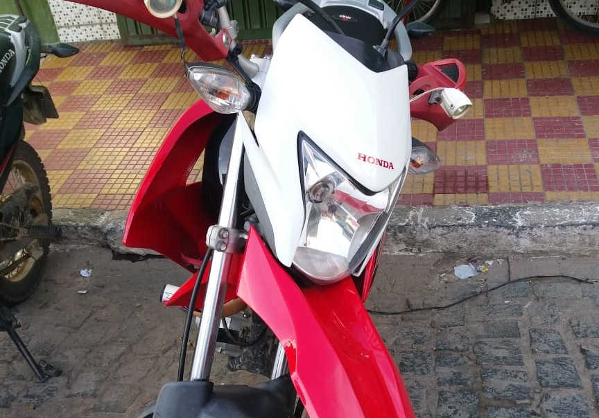 Motocicleta furtada no centro de Gravatá