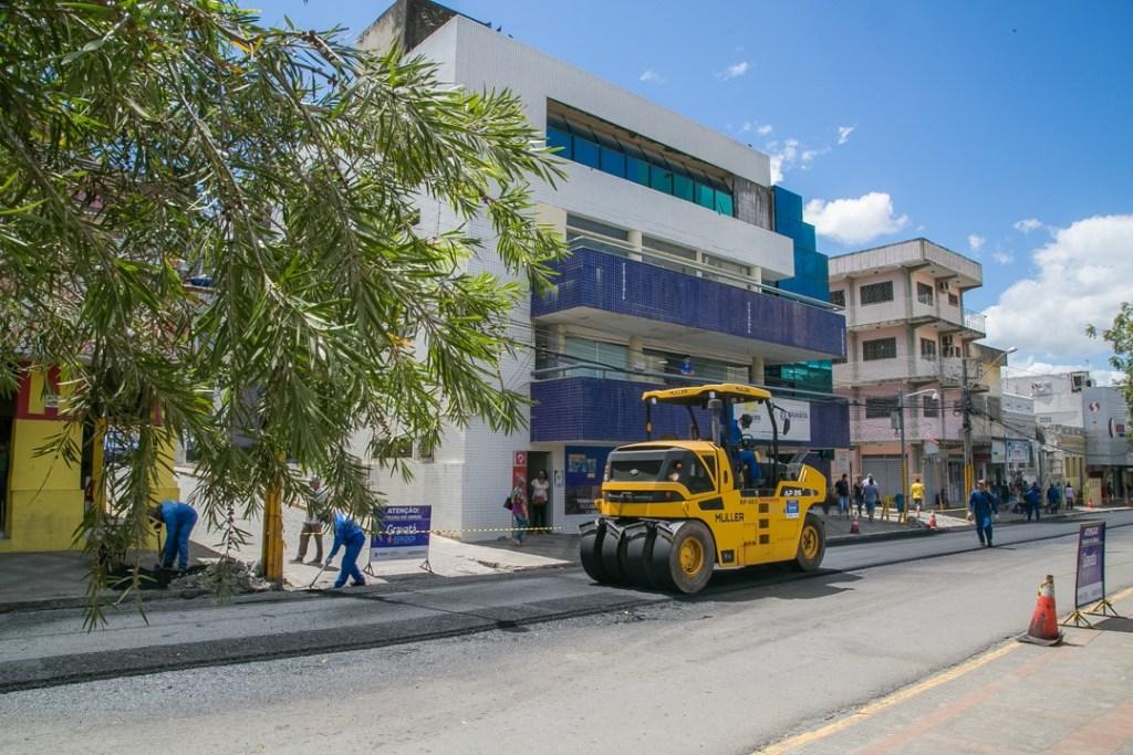 Programa Gravatá Mais Asfaltada segue recapeando ruas no centro da cidade