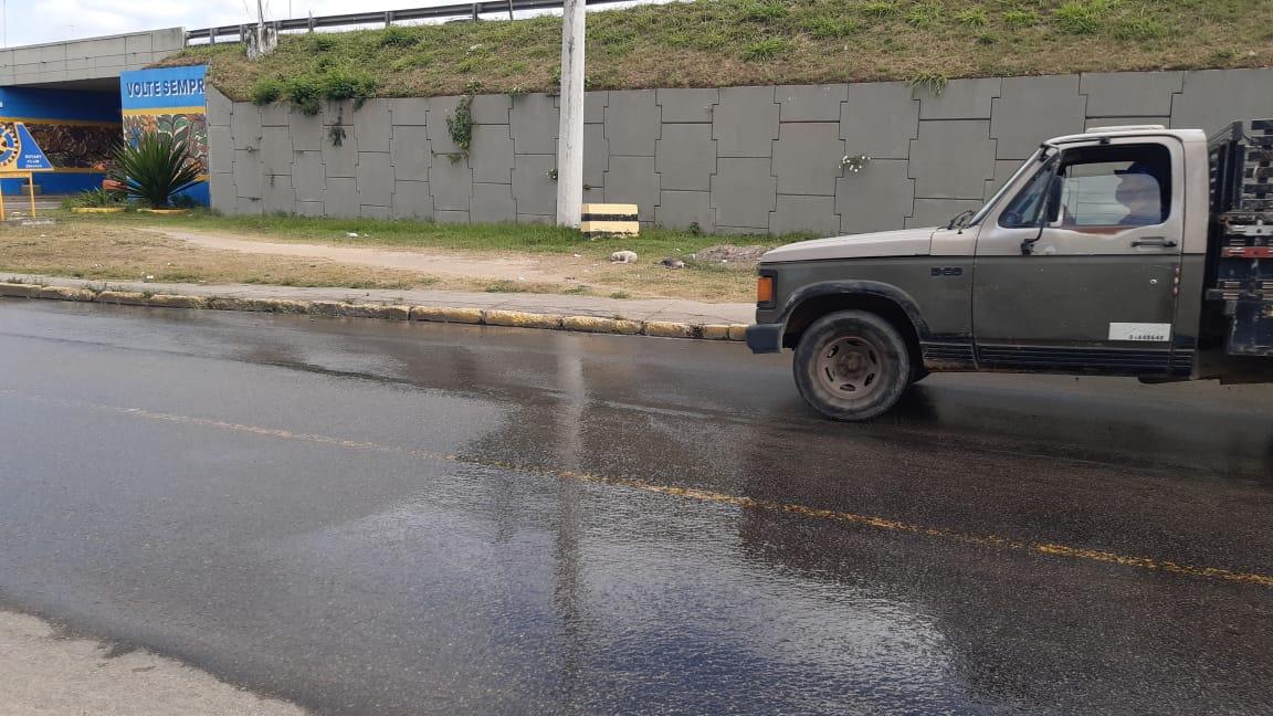 GRAVATÁ: Água da COMPESA começa destruir novo asfalto construído pela prefeitura
