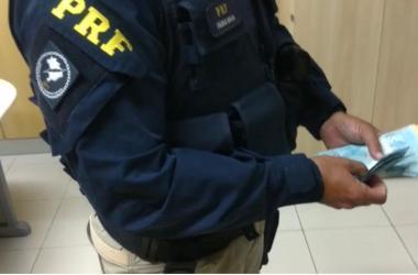 Motorista inabilitado oferece dinheiro para não ser multado em fiscalização na BR 232, em Serra Talhada