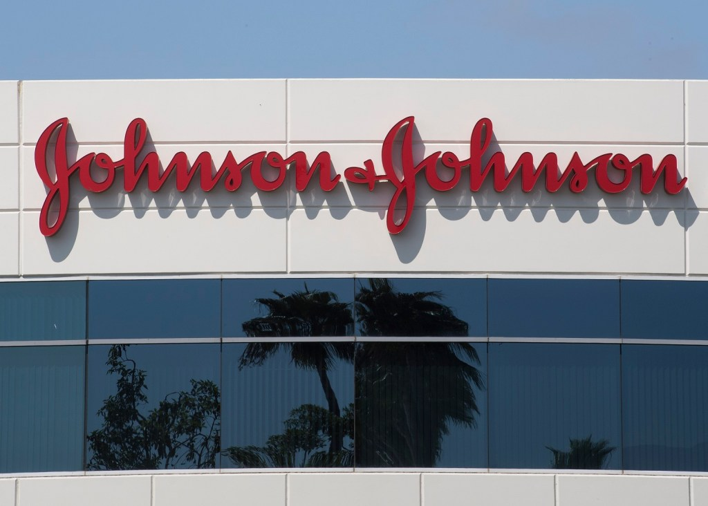 Paciente fica doente após testes de vacina da COVID-19 da Johnson & Johnson